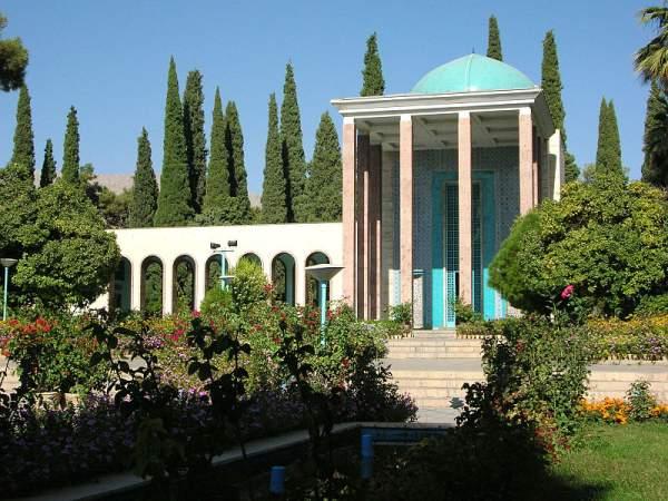 800px-Saadi_Tomb