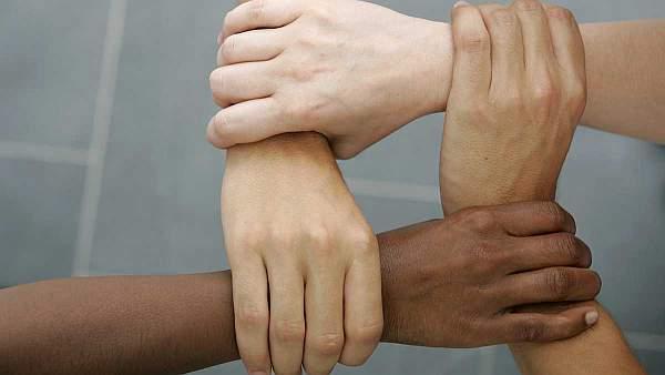 zenske ruke