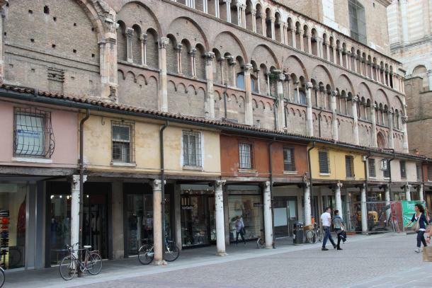 ferrara-srednjevjekovna-zgrada