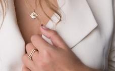 Zlato i srebro nakit je koji svaka žena voli iz sezone u sezonu