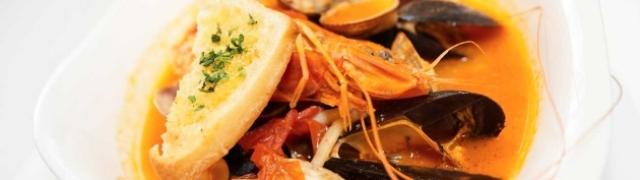 Francuska riblja juha Bouillabaisse s plodovima mora