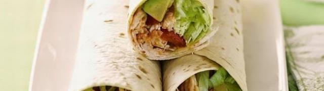 Jednostavni burrito s piletinom i avokadom