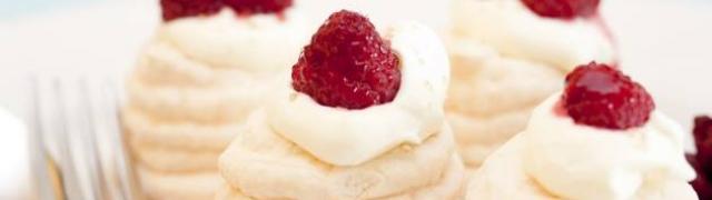Puslice sitni kolači sjajnog okusa idealni uz roze vino ili pjenušac
