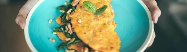Omlet od tune, mladog luka i mozzarelle