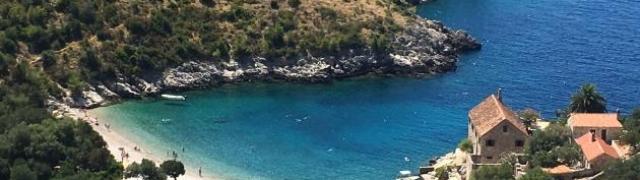 Uvala Dubovica najljepša je plaža i dragulj Hvara