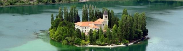 Otok Visovac fenomen je Nacionalnog parka Krka