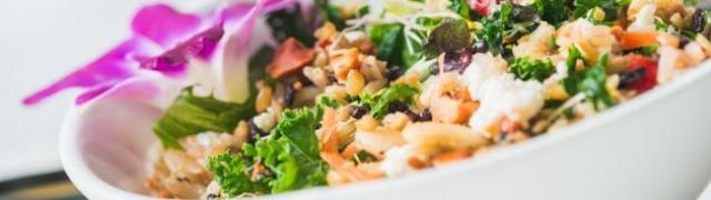 Salata od pečenog odreska s umakom od majoneze i peršina