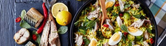 Zdravi doručak s ribom i jajima tradicionalni Kedgeree