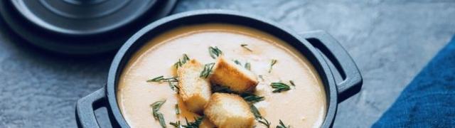 Gusta juha sa zelenim šparogama, piletinom i rižom