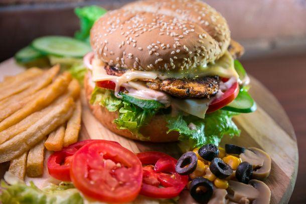 burger sendvič meso hrana