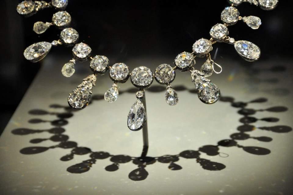 dijamantna ogrlica