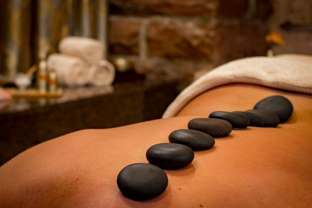 masaža hot stone