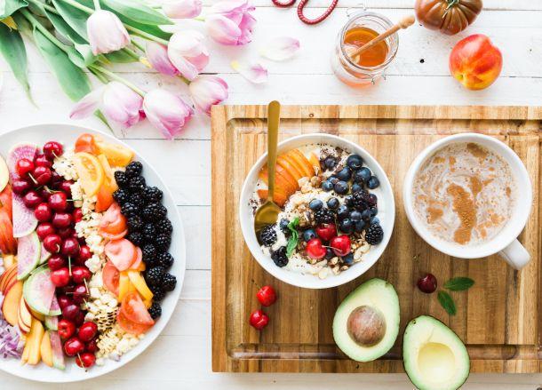 doručak med hrana voće