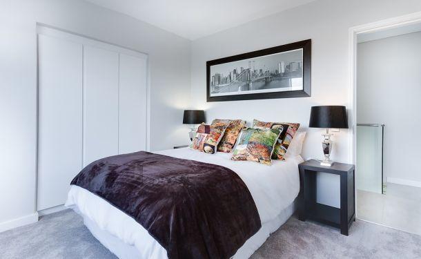 krevet spavaća soba interijer
