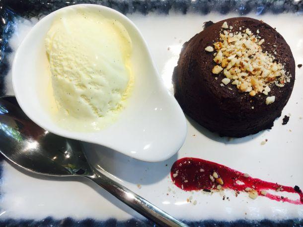 cokoladni-souffle-s-orasastim-plodovima