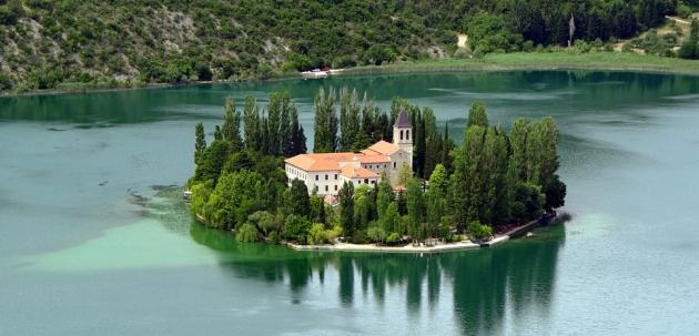 otok visovac hrvatska krka nacionalni park