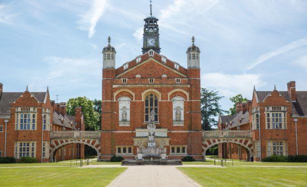 Horsham - slika škole izvana