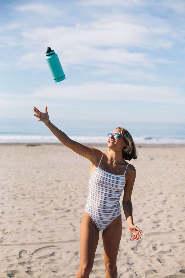 voda badekostim žena more