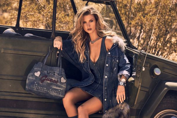 GUESS HANDBAGS & FOOTWEAR FW18 ADV CAMPAIGN IMAGES_J36