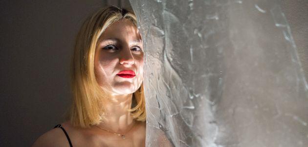 Alana Kajfež kiparica koja osvaja raskošnim staklom