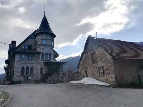dvorac i stara zgrada