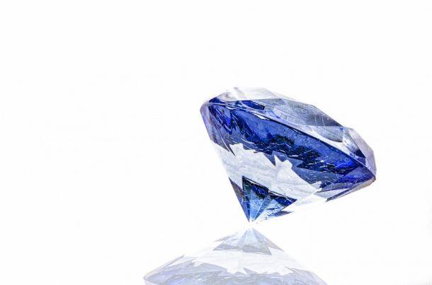 safir kamen poludragi kamen
