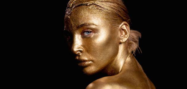 Luna Valas u kampanji Gold