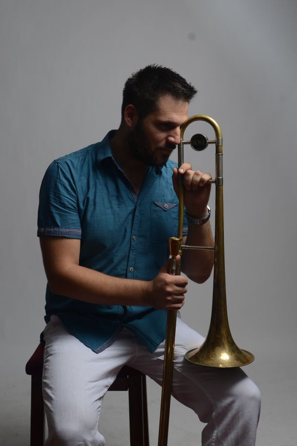 Miron Hauser  glazbenik