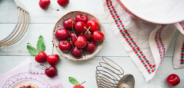 Pripremite ljetni kolač od trešanja i saznajte uz što još sve pašu