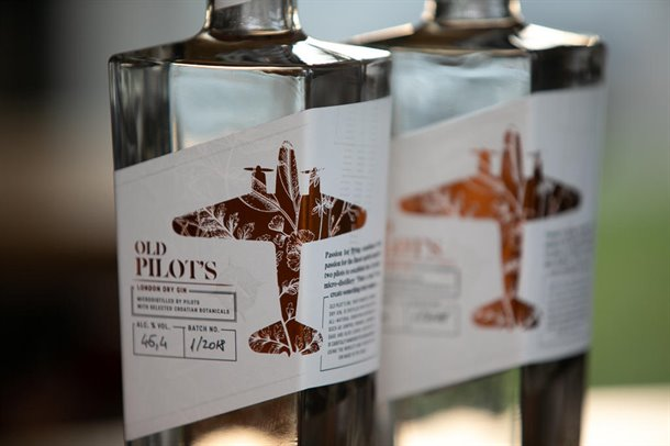 old-pilot-gin-05