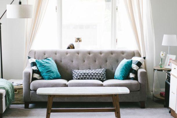 interijer krevet kauč sofa