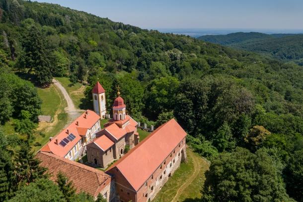 Manastir s crkvom Sv. Nikole, Orahovica - autor Matija Turkalj