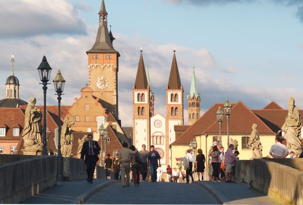 Würzburg Stari most s kipovima biskupa