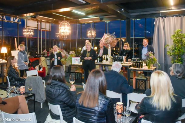 atmosfera, Ana Lisak pozdravlja prisutne goste
