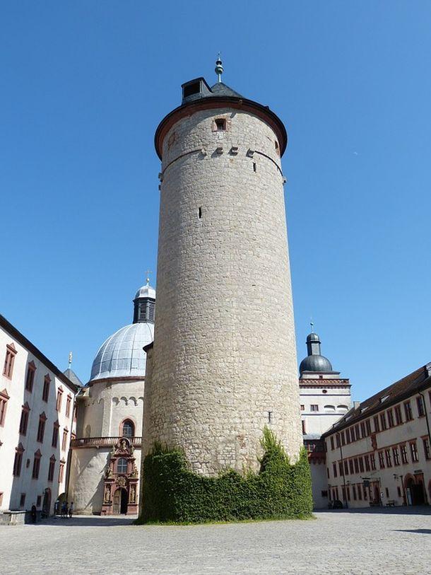 wurzburg Marienberg stara kula