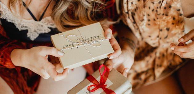 poklanjanje darivanje bozicni poklon