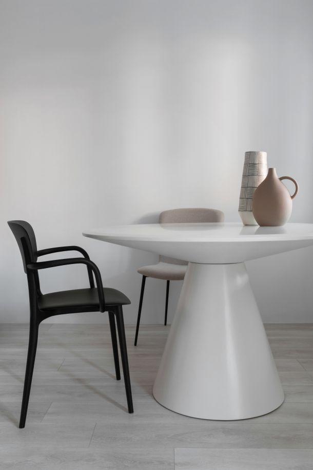 stol stolice interijer Kuca u Vinogradskoj