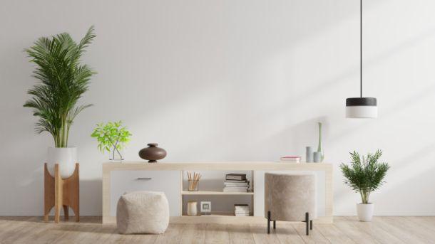 interijer u bijelom fotelja naslonjac komoda
