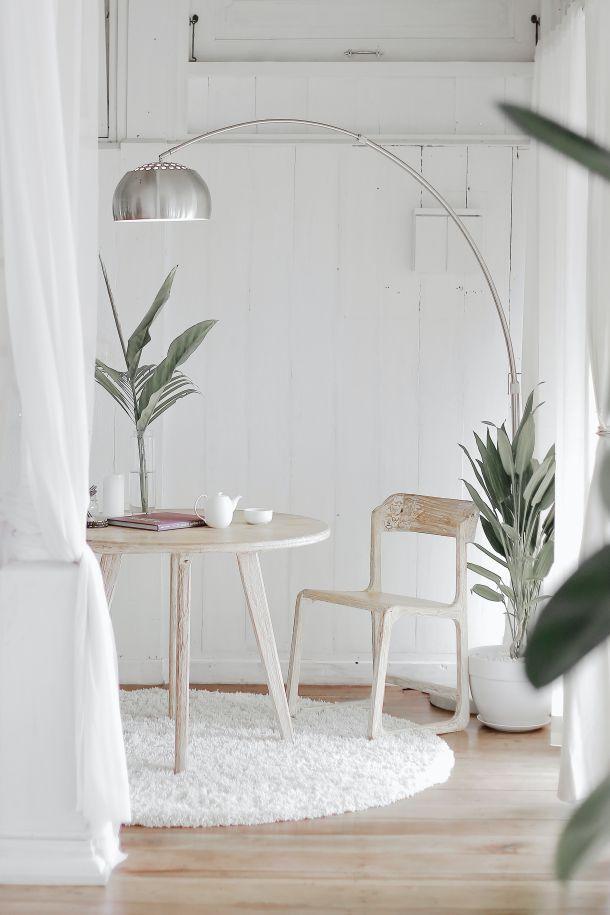 lampa stol stolica cvijece stan kuca