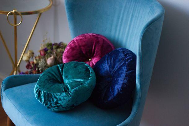 fotelja jastucici interijer naslonjaci