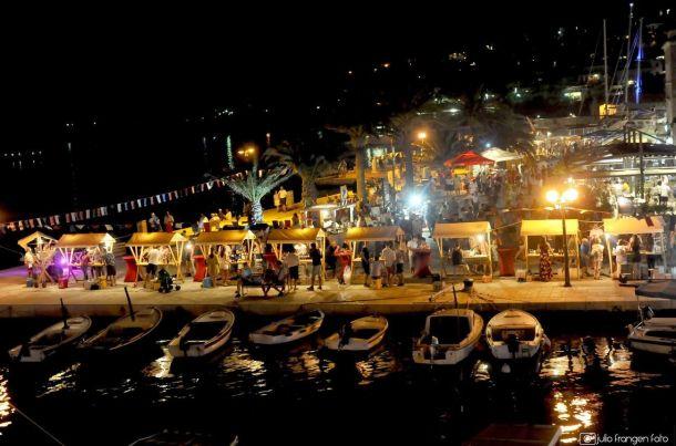 otok korcula riva u gradu korculi